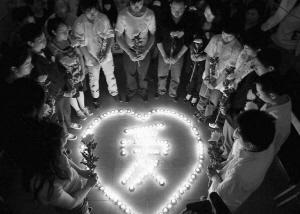 【原创软件】黑白头像生成纪念牺牲的烈士医护人员同胞。-爱小助